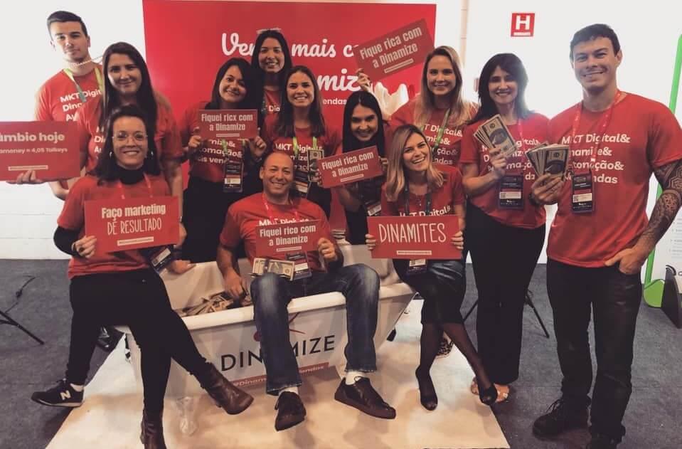 Equipe da Dinamize no estande do Digitalks 2019
