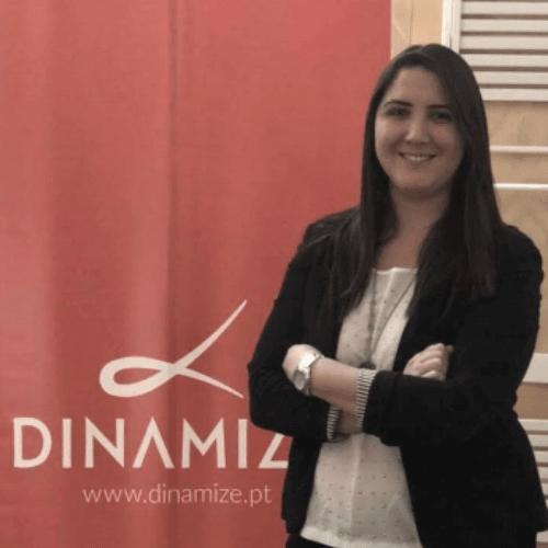 Caroline Gomes - Diretora de Conteúdo e Ensino na Dinamize